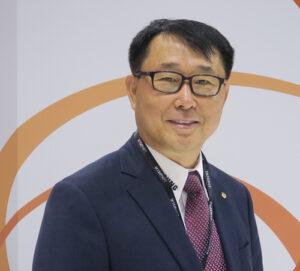Bob (H.Y.) Hwang